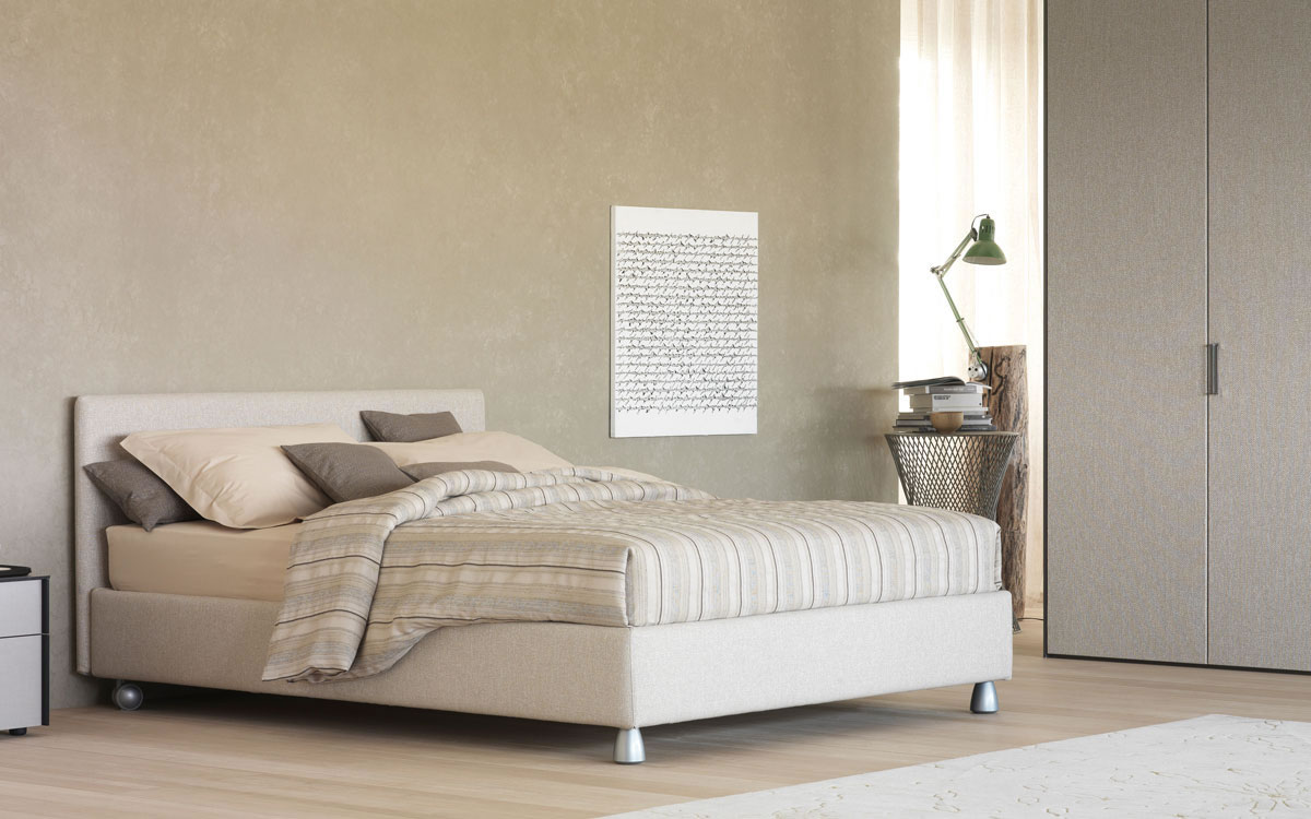 http://www.piroddiarredamenti.it/wp-content/gallery/camera-da-letto-showroom-flou/camere_NOTTURNO_01.jpg